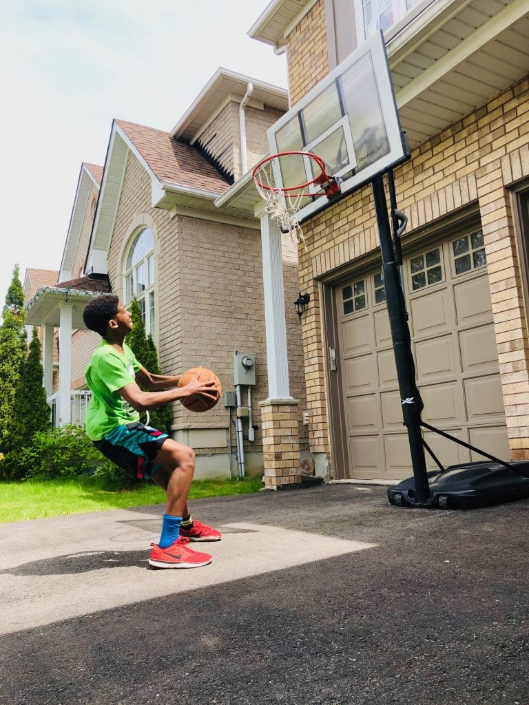 Canada for Kids: Shooting hoops in your driveway